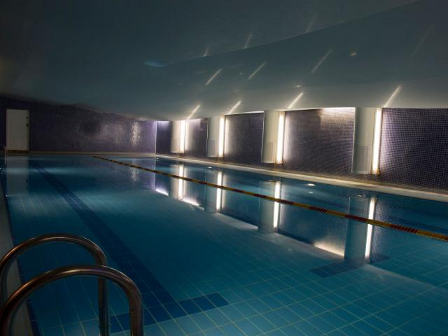 indoor_swimming_pool